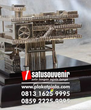 souvenir miniatur pertamina rig offshore