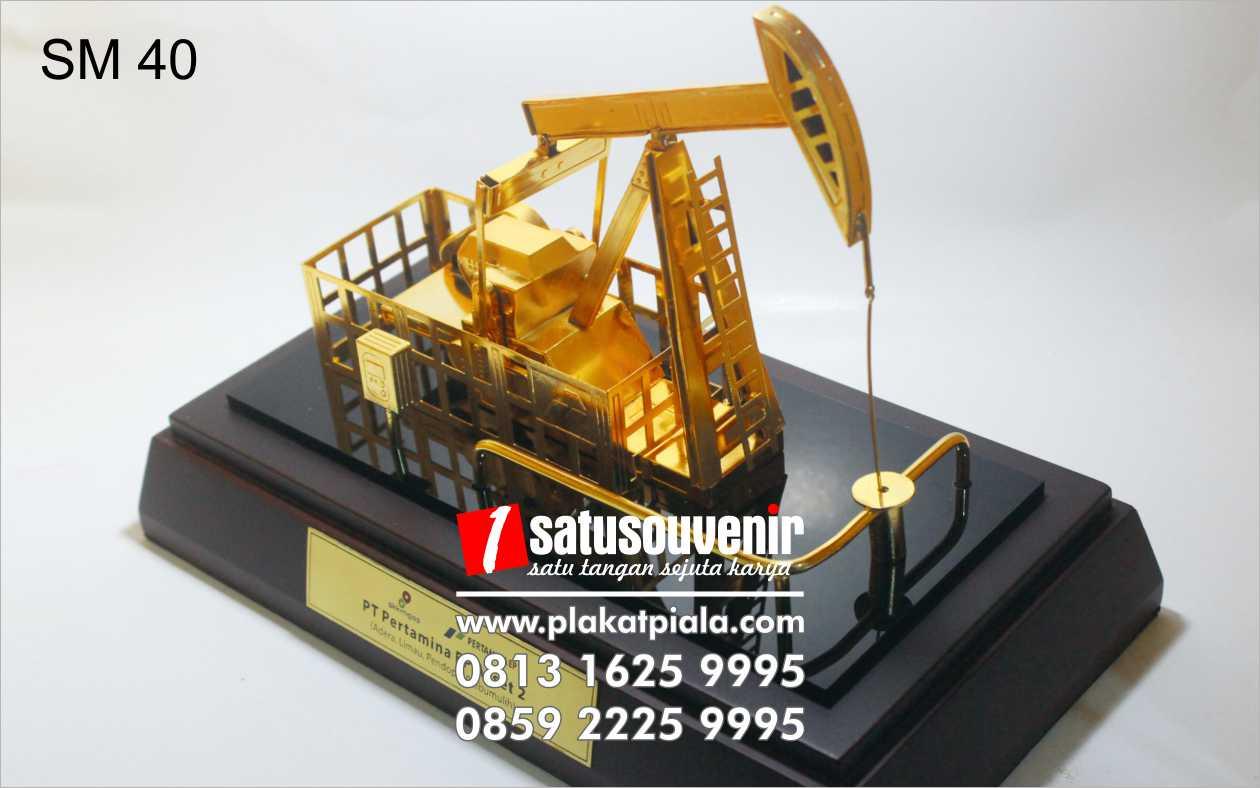 souvenir miniatur Pertamina ep asset pompa angguk