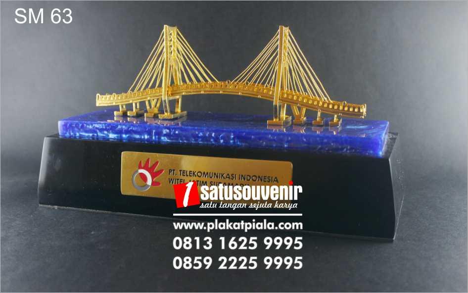 souvenir miniatur jembatan telekomunikasi