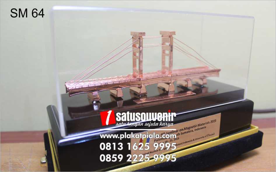 souvenir miniatur seminar