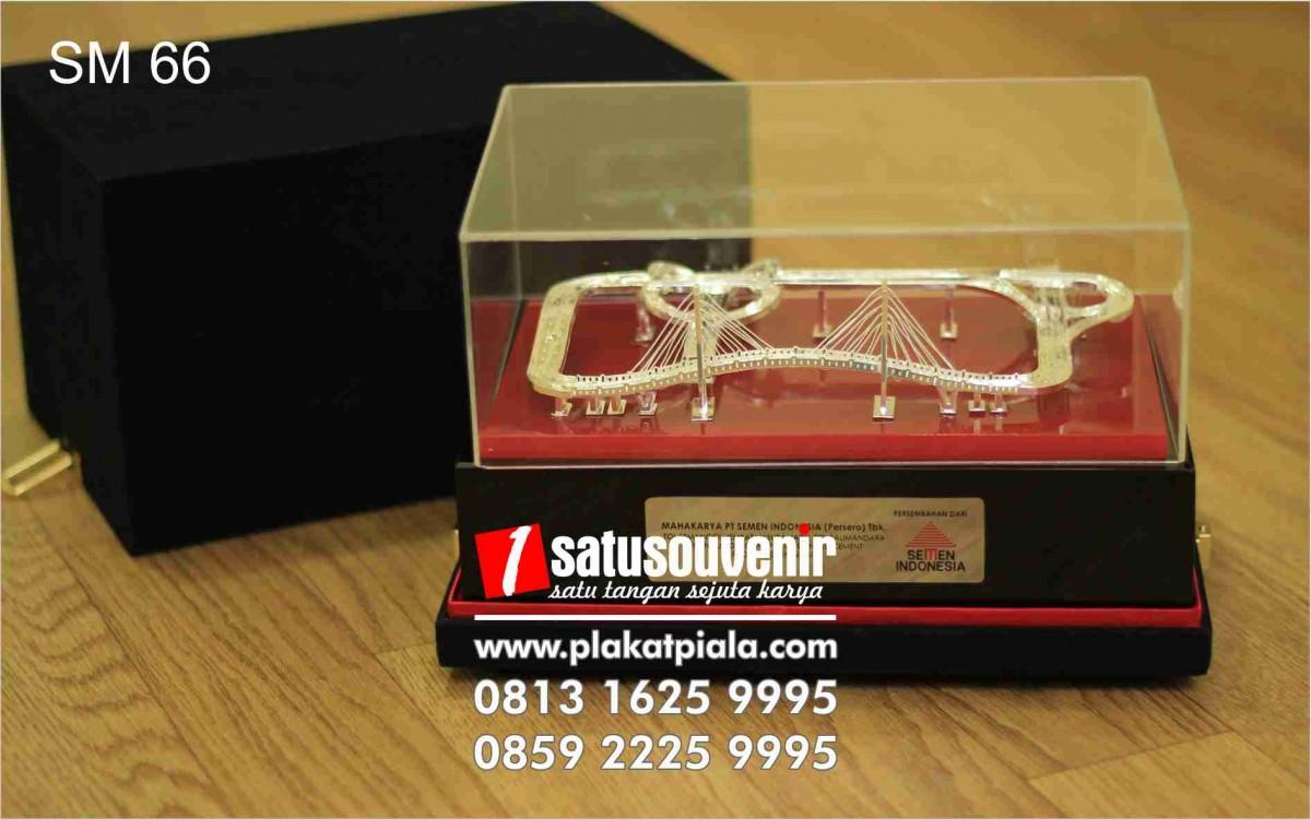 souvenir miniatur Jembatan