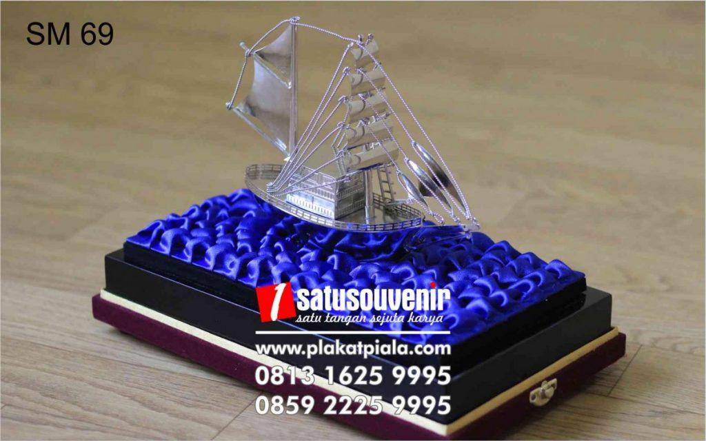 souvenir miniatur Kapal