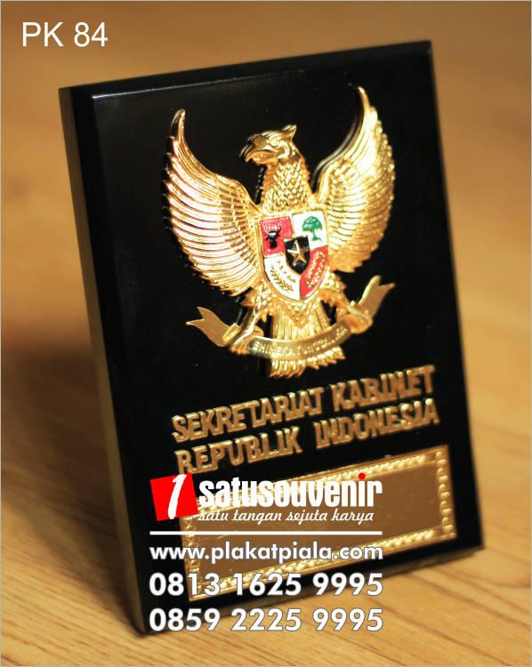 Jual Produk Plaplakat kayu sekertariat kabinet republik indonesiakat Kayu Jogja Murah Terlengkap Berkualitas