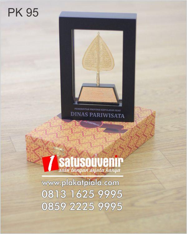 Plakat Kayu Dinas Periwisata Pemerintahan Provinsi Riau