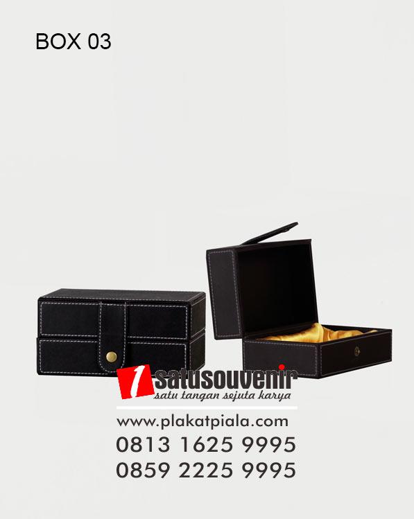 Gift Box Hitam Eksklusif Vinyl