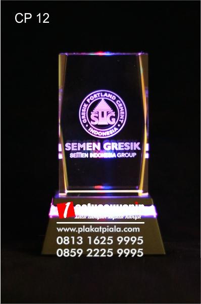 Plakat kristal 3D logo semen gresik