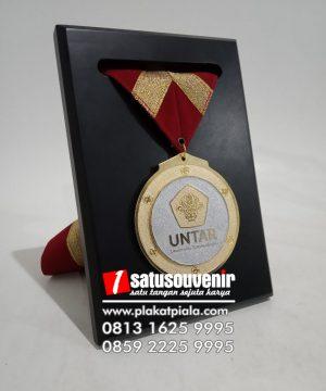 Medali Wisuda Untuk Penghargaan Murah Plakat Piagam Medali Penghargaan