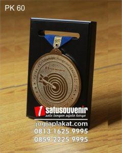 plakat kayu medali BI bank indonesia
