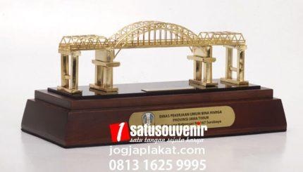 Souvenir Miniatur Jembatan Pandanwangi Lumajang Jawa Timur