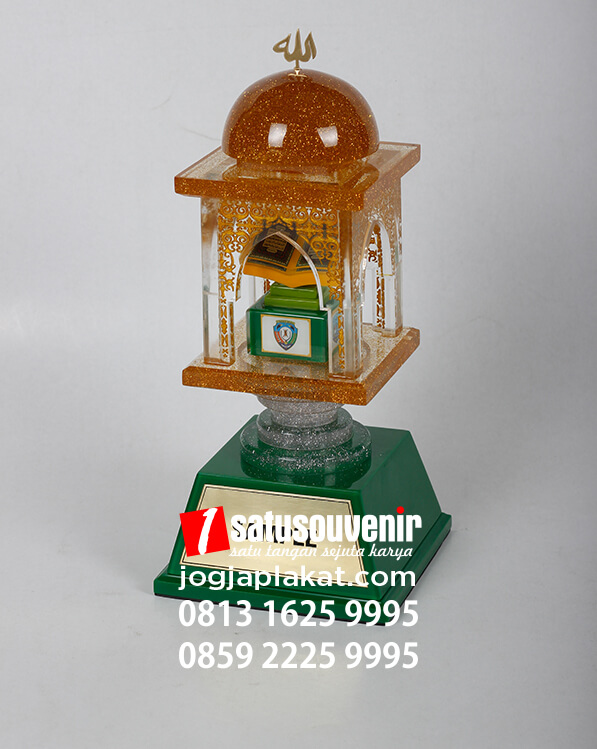 Piala MTQ Bentuk Masjid