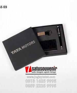 Gift Set TATA Motors Custom - Memilih Barang Souvenir Promosi untuk Kantor Anda