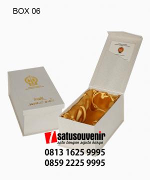 BOX06 Box RCP Putih Hotprint Emas Saten Emas