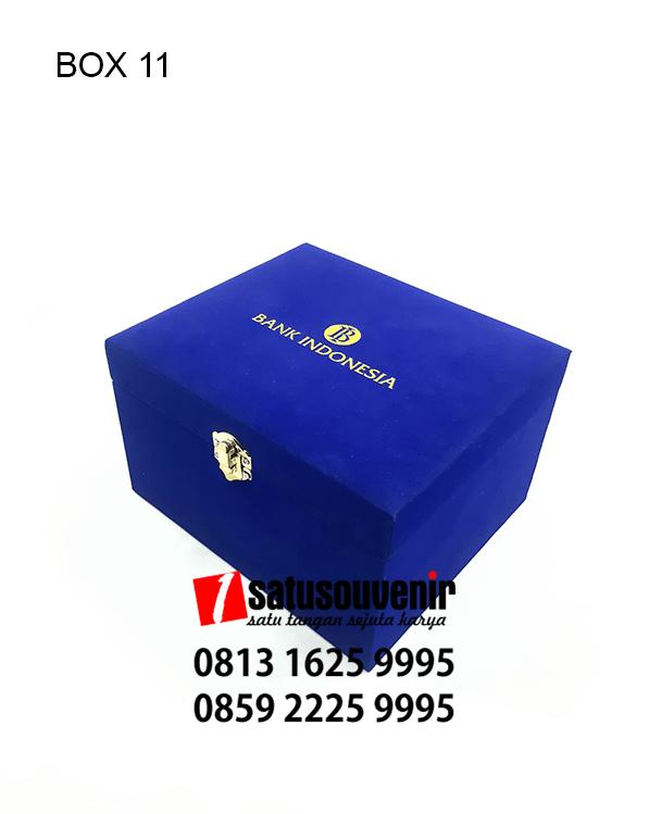 BOX11 Box Beludru Biru Hotprint Emas