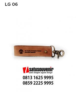 LG06 Gantungan Kunci Kulit UI | Universitas Indonesia