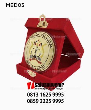 MED03 Medali Politeknik Pelayaran Sumatera Barat - kotak beludru