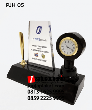 Plakat Jam PT OTICS Indonesia Pen Holder