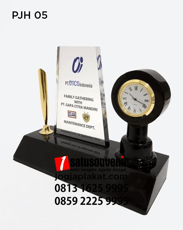 Plakat Jam PT OTICS Indonesia Pen Holder