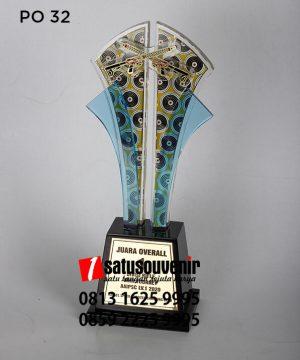 Plakat Piala Akrilik Juara Overall Elegan