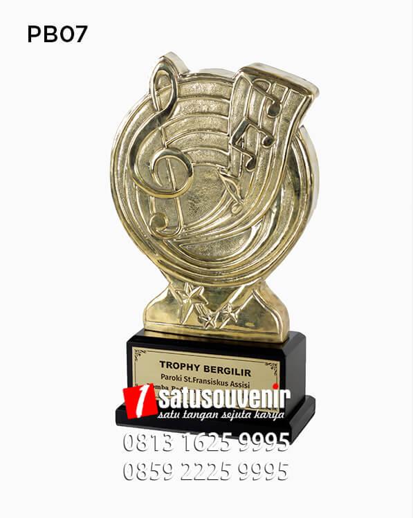 PB07 Trophy Bergilir Lomba Paduan Suara Antar Rukun
