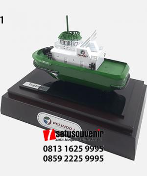 SM101 Souvenir Miniatur Kapal Tugboat PT Pelindo