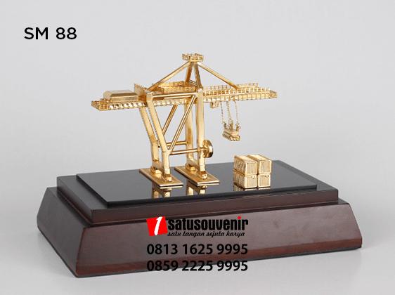 SM88 Souvenir Miniatur Crane