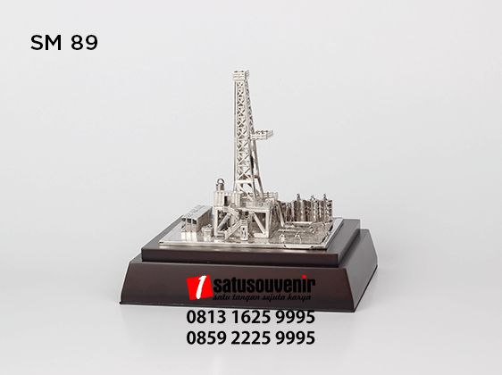SM89 Souvenir Miniatur Rig Onshore Silver