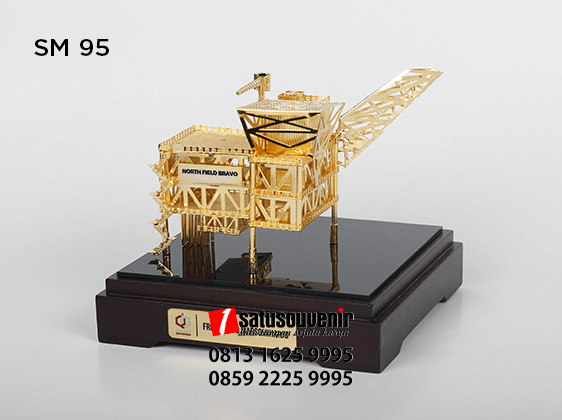 SM95 Souvenir Miniatur Rig Offshore North Field Bravo Qatar Gas - miniatur ready stock