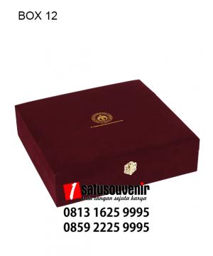 BOX12 Box bludru Merah Maroon hotprint emas
